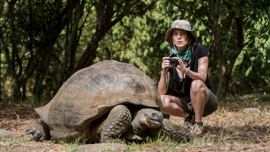 Galapagos 20160613 Model with Galapagos Giant Tortoise 396 VEN